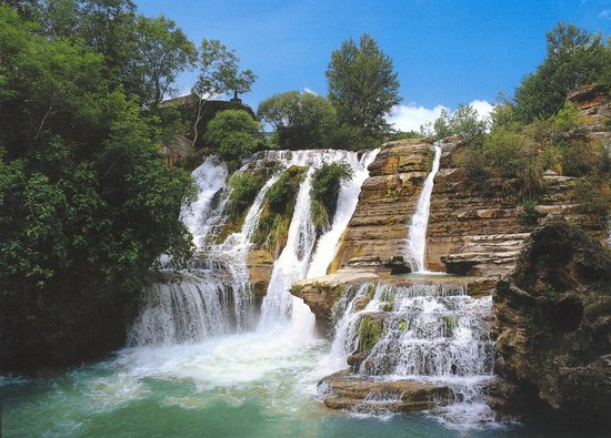 De waterval in Cirque de Navacelles, waar je heerlijk kunt zwemmen en springen
