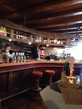 Mauriz Keller: Visuale del bar.
