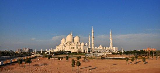 Mosquée Cheikh Zayed : External sunset view.