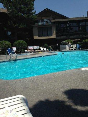 Riverhouse on the Deschutes: Outdoor pool
