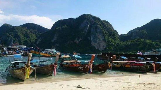 Phi Phi Islands: 漁船で移動
