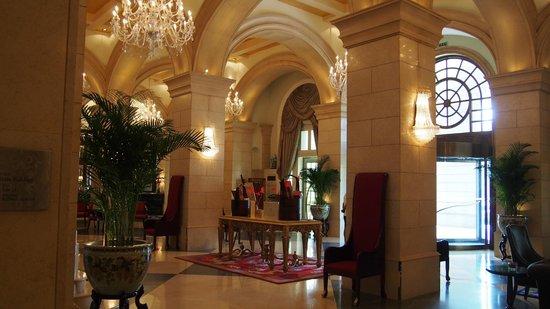 Beijing Hotel NUO: Hotel lobby