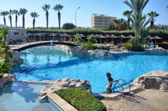 Tasia Maris Beach Hotel: Бассейн в отеле