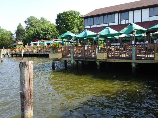 Mike's Restaurant & Crab House: Vista exterior
