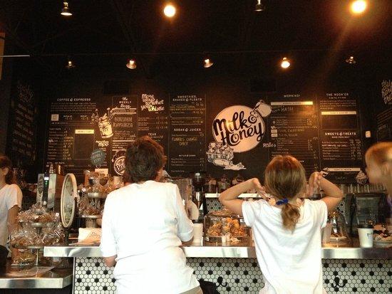 Milk & Honey : the bar