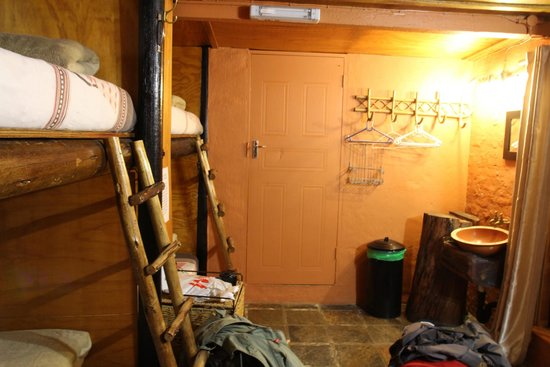 1322 Backpackers International: Dorm