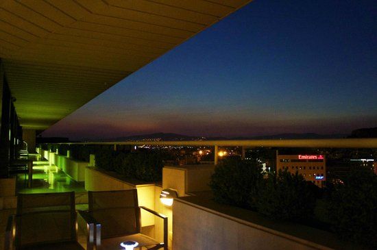 InterContinental Athenaeum: Sunset View at the Bar - Top Floor