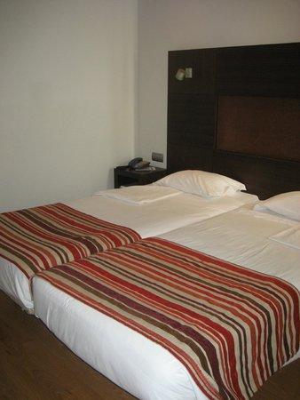 Raga Hotel: Habitación espaciosa