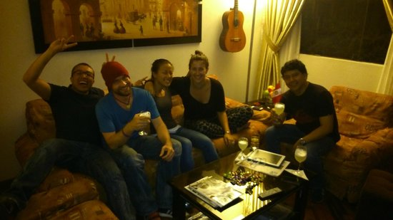 Lima Backpackers: having some pisco sours with great people!
