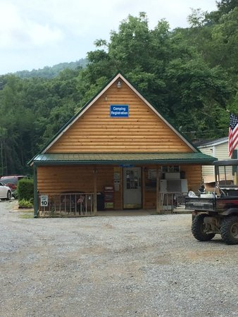 Raccoon Mountain RV Park and Campground : The camp store where you check in