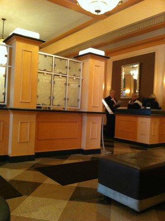 Ambassador Hotel: Restaurant in hotel lobby
