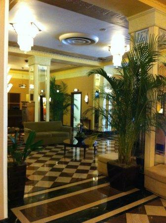 Ambassador Hotel: Beautiful lobby