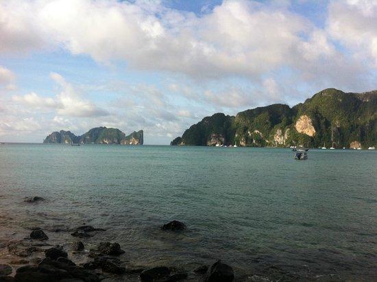 Phi Phi Islands: Вид с берега