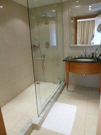 Le Royal Holiday Resort: Bathroom