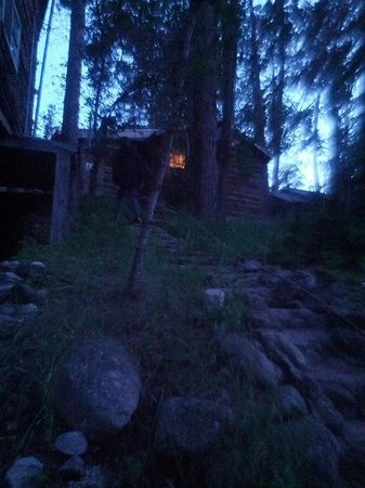 Casey's Cabins: Cabin at night