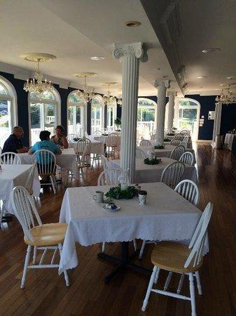 Mountain Harbor Inn Resort On the Lake: Dining Area