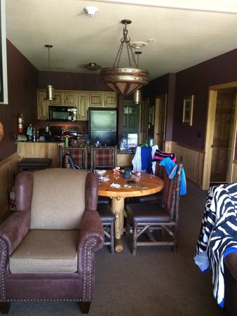Glacier Canyon Lodge : 2 bedroom deluxe room (3rd floor). They only had a handicap accessible one left for our stay but