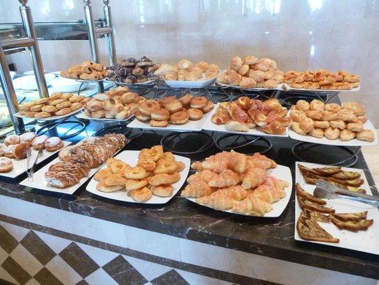Le Royal Holiday Resort: Pastries at breakfast