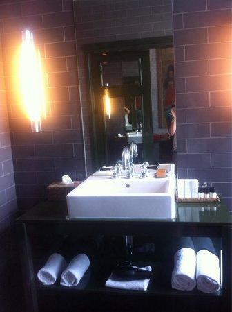 Hotel Les Nuits: Lavabo