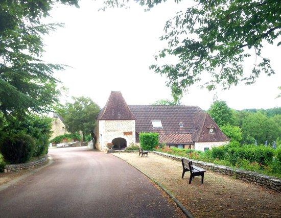 Castel Domaine de la Paille Basse: Heading towards centre of campsite