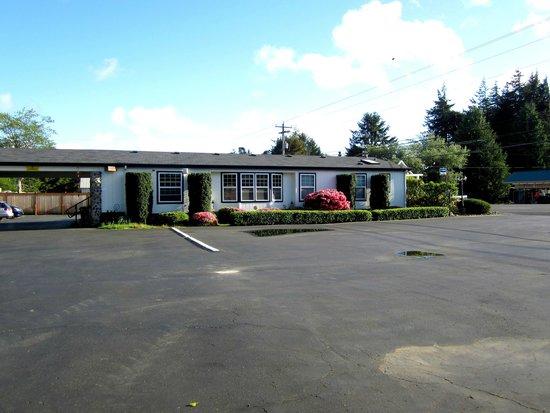 Ocean Breeze Motel : Vorplatz und Haus der Eigentümer