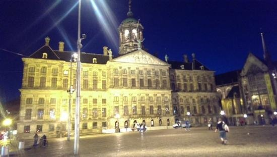 Dam Square: at night