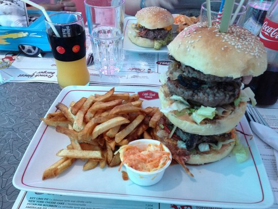 Little Rock Diner : Le XXL avec milk shake offert si on le finit.