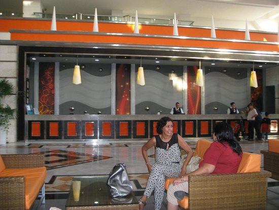 Hotel Riu Caribe : Front Desk