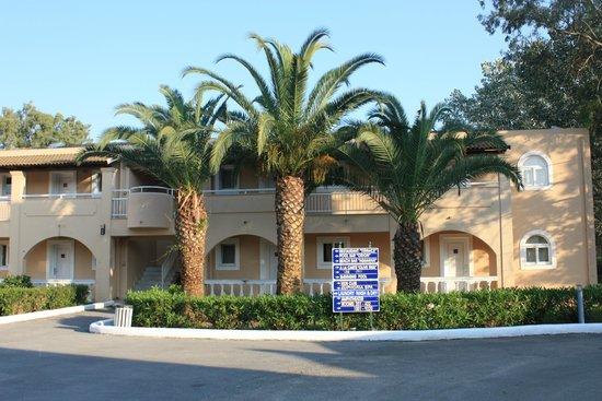Sandy Beach Resort: Территория отеля