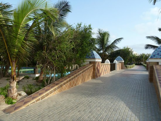 Clubhotel Riu Karamboa : Bridge over water feature
