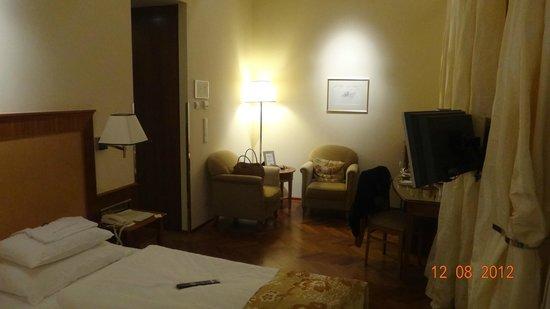 Hotel Kaiserhof Wien: В номере