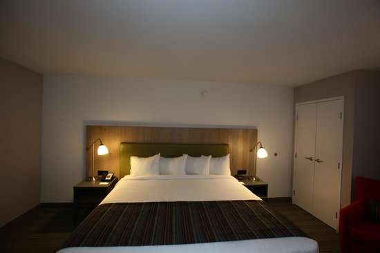 GreenTree Inn & Suites Phoenix Sky Harbor: King Room