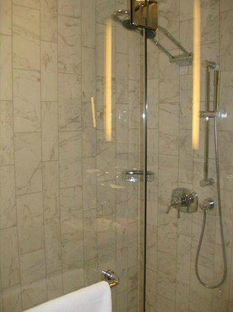 Fairmont Le Chateau Frontenac: shower
