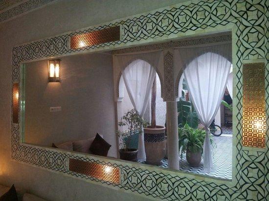 Riad Palau: mirror