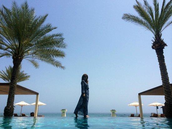 Al Bustan Palace, A Ritz-Carlton Hotel: Walking on water