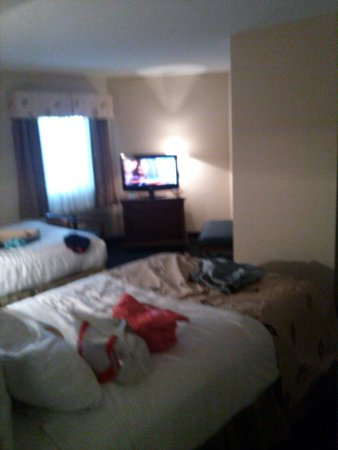 Carolinian Beach Resort: The main bedroom AFTER the kids decided what beds they wanted