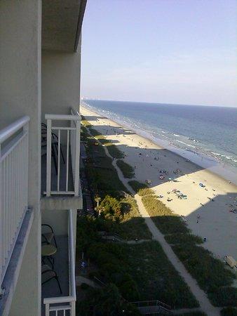 Carolinian Beach Resort: Looking off the balcony onto Myrtle Beach