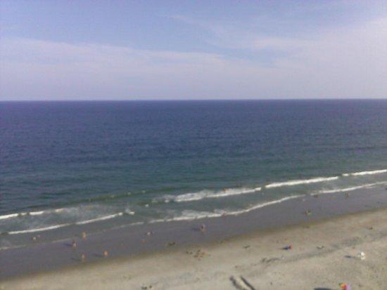 Carolinian Beach Resort: Overlooking the beach