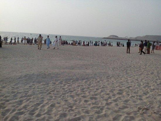 Burj al-Arab : The public beach Jumeirah near the Hotel