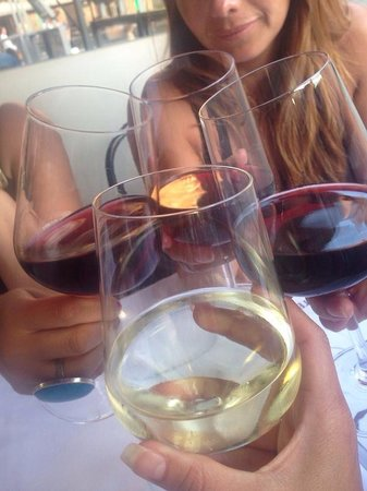 Il Cavallino: Vino vino! Mucho vino!