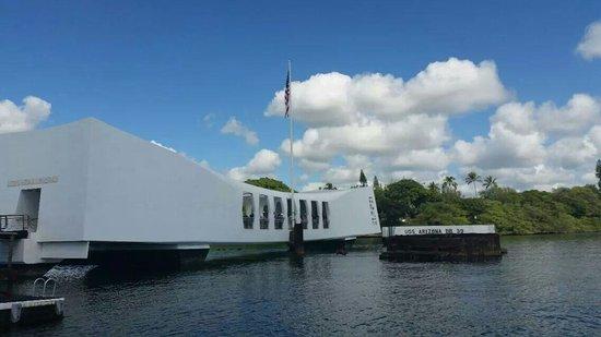 USS Arizona Memorial: Arriving by boat to the memorial