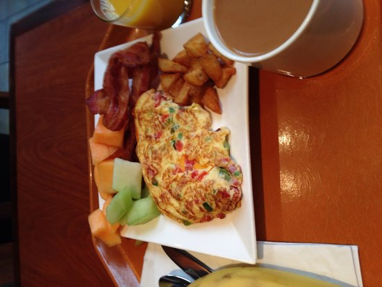 Embassy Suites by Hilton Washington-Convention Center: Breakfast Cooked to order Omelet