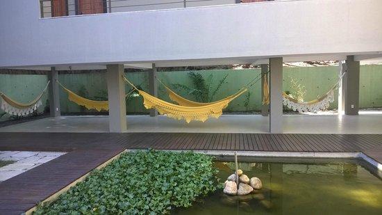 Pousada Aguas Claras Buzios: Área de descanso no prédio dos quartos atuais