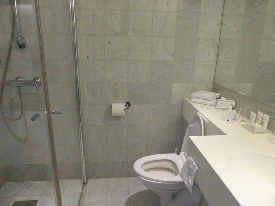 Scandic Parken: bathroom