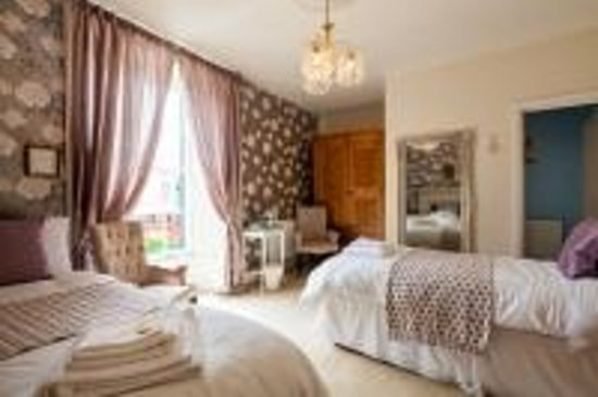 Woodbine Bed & Breakfast: Twin room  with en suite