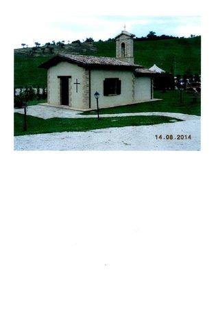 Agriturismo Borgo Umbro: La bella e caratteristica chiesetta rurale del complesso.