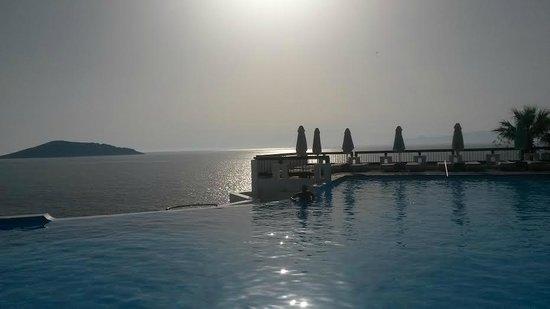 Tui Sensimar Elounda Village Resort & Spa by Aquila: Piscine (le rêve)