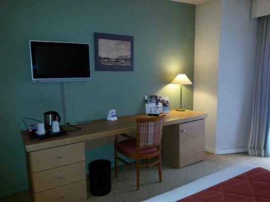 le bureau de la chambre picture of mercure rouen centre. Black Bedroom Furniture Sets. Home Design Ideas