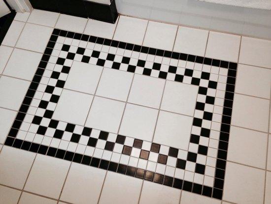 Fairfield Inn & Suites Nashville at Opryland: Bathroom floor tile