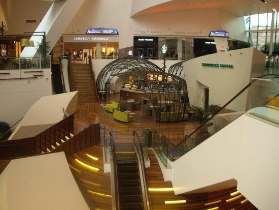 ARIA Resort & Casino: Restaurants and Shopping
